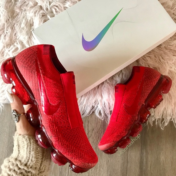 NWT Nike vapormax SE Flyknit red