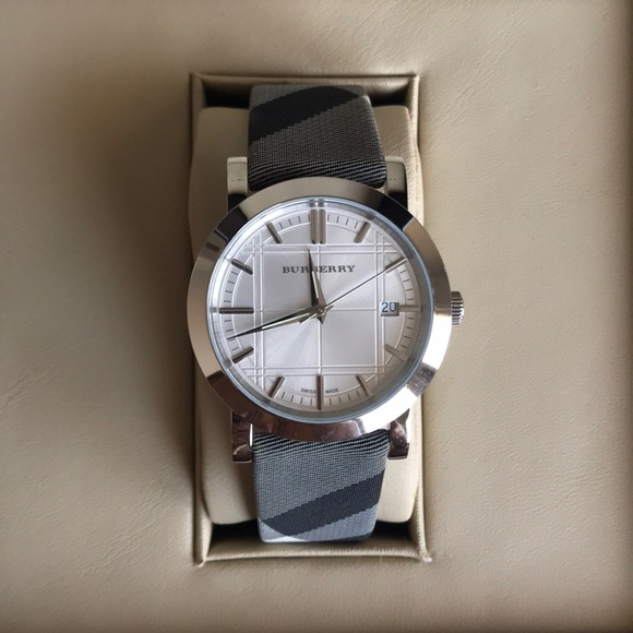 9988af4e6cd1 Burberry Accessories - AUTHENTIC BURBERRY WATCH !