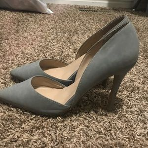 Shoes - Light grey pointed toe heels.