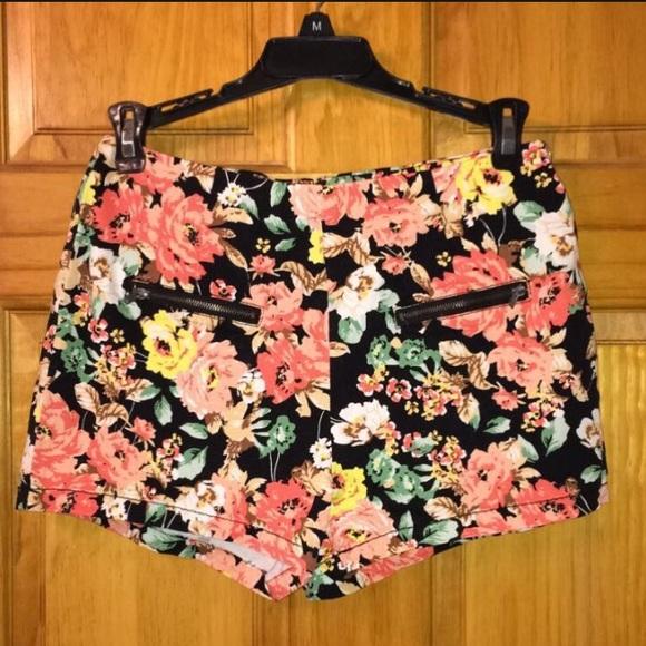 MINE Pants - 🐱Bundle Me!🐱 Floral Shorts NWT