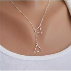 Jewelry - Silver triangles necklace🖤🖤