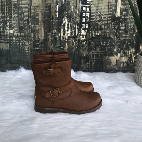a5532e0ad41 ✨Kids' UGG Harwell Leather Boots in Stout