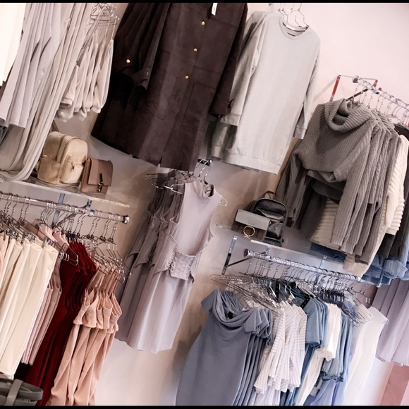 c9d9cc34e88cde Elle A's Closet (@e_a_i_h) | Poshmark